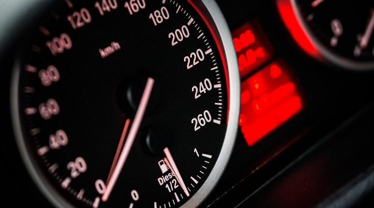¿Cómo es el motor de los coches sin carnet?
